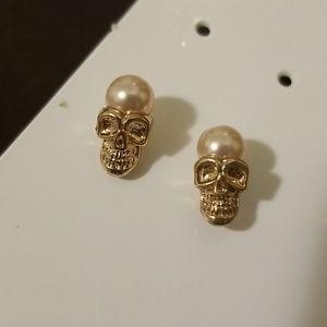 Skull pearl earrings